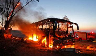Terroristas lanzan misil contra autobús militar en israelí