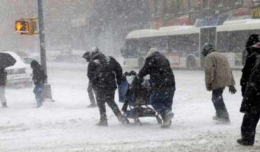 Cancelan vuelos por tormenta invernal en Chicago