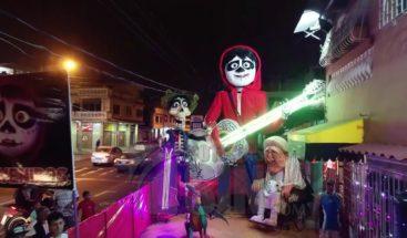 Monigotes gigantes, tradición y soporte económico de pueblo en Ecuador