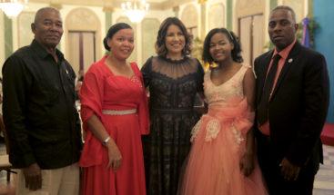 Margarita Cedeño celebra fiesta de 15 años usuarias de la BIJRD