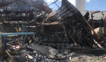 Paralizan búsqueda en áreas afectadas por explosión Polyplas