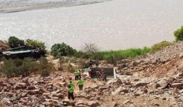 Al menos 8 muertos tras caída de autobús a un río en el centro de Perú