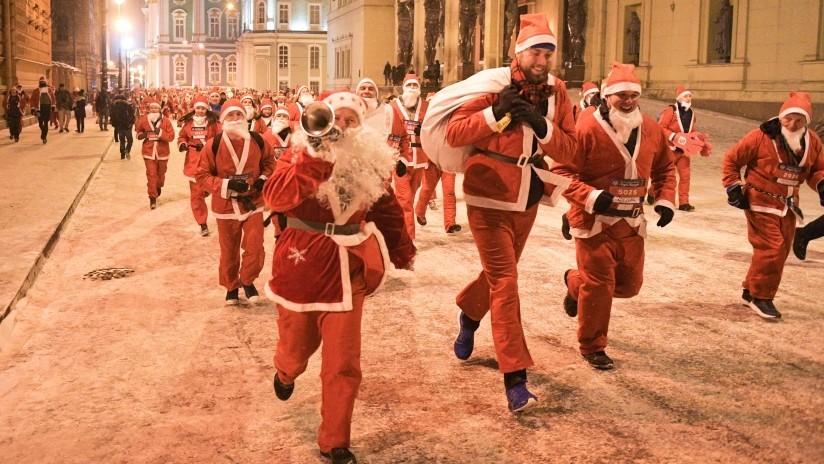 Miles de Abuelos del Frío invaden el corazón de San Petersburgo