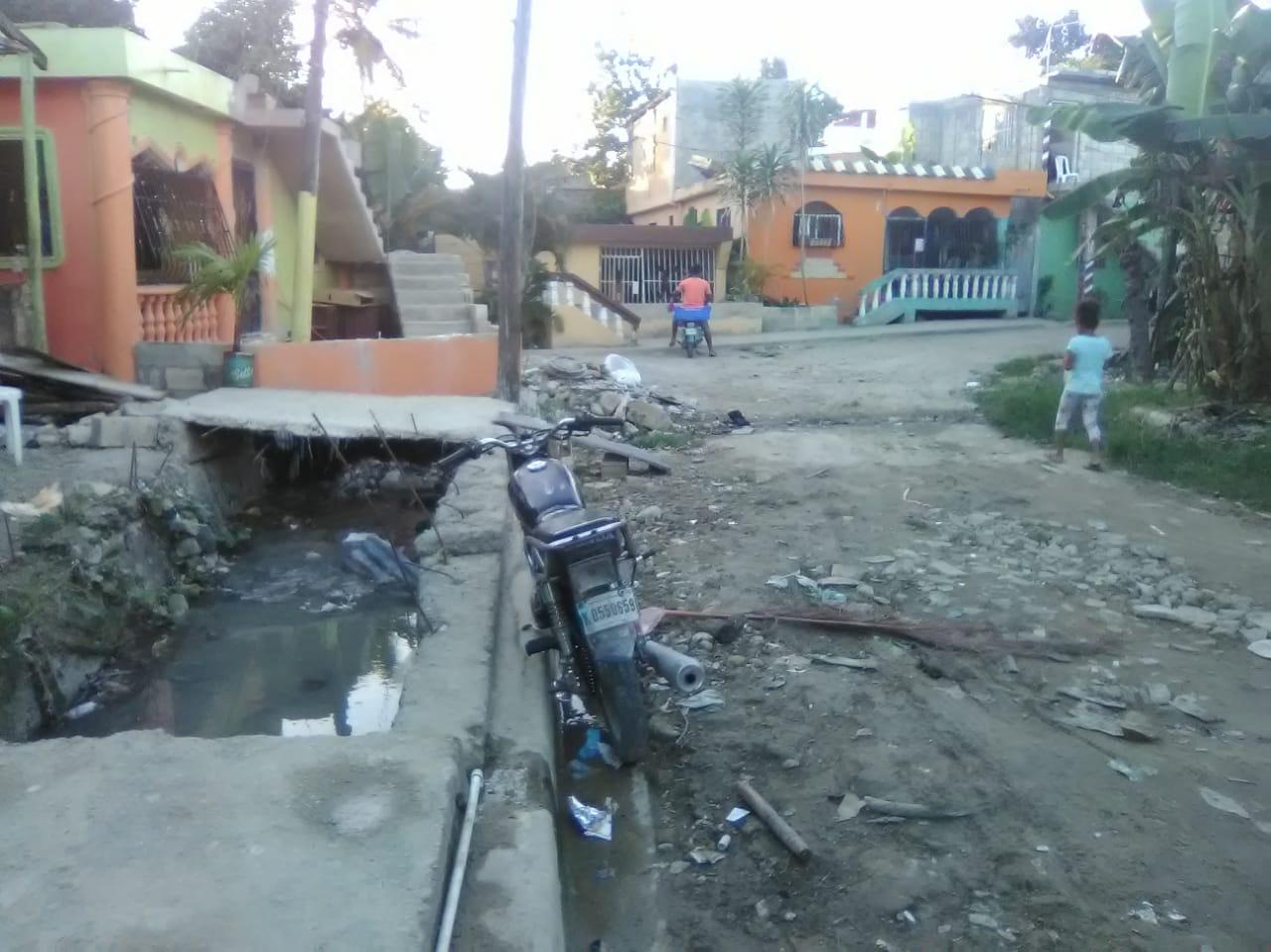 Moradores en Sabana Perdida se quejan por mal estado de las calles