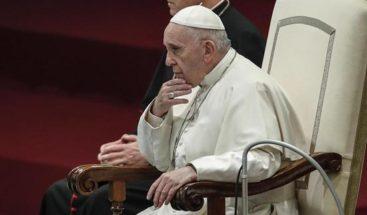 Vaticano pide a presidentes episcopados se reúnan con víctimas abusos