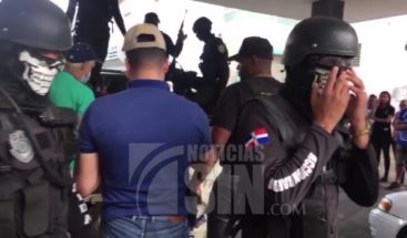 Policía mata dos hombres en supuesto enfrentamiento a tiros en Santiago