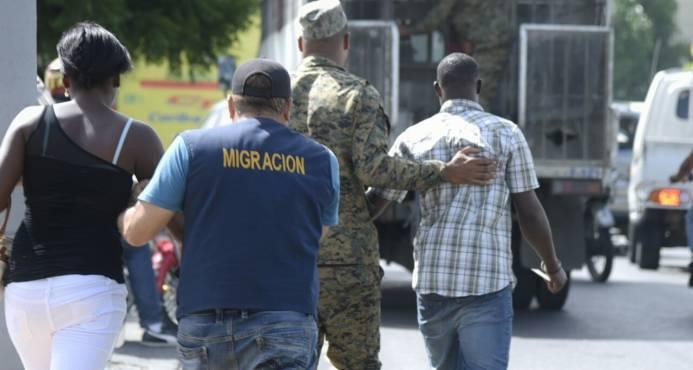 Migración deportó 1,618 extranjeros en julio