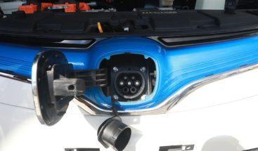 Exhiben vehículos híbridos y eléctricos en la Autoferia Popular
