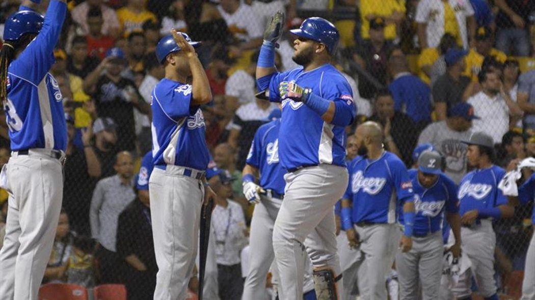 Tigres y Leones se colocan a un juego de la cima en béisbol dominicano