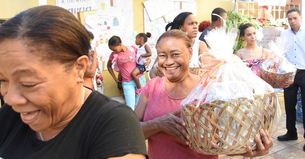 Comunitarios organizan entrega de canastas navideñas en Villas Agrícolas
