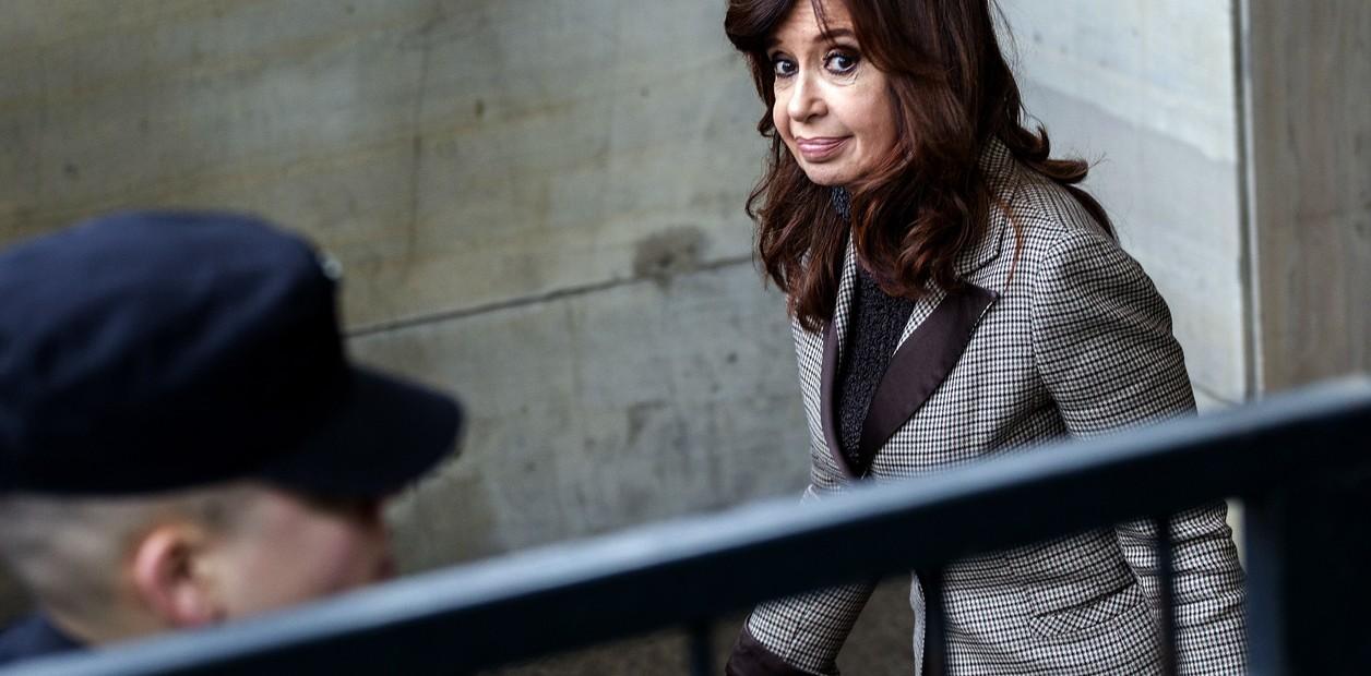 Confirman procesamiento con prisión a Cristina Fernández por soborno