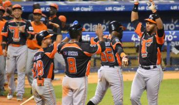 Toros se quedan solos en la cima del béisbol dominicano