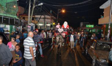Aguinaldo bienvenida al Año Nuevo lleva alegría a calles de Villa Juana