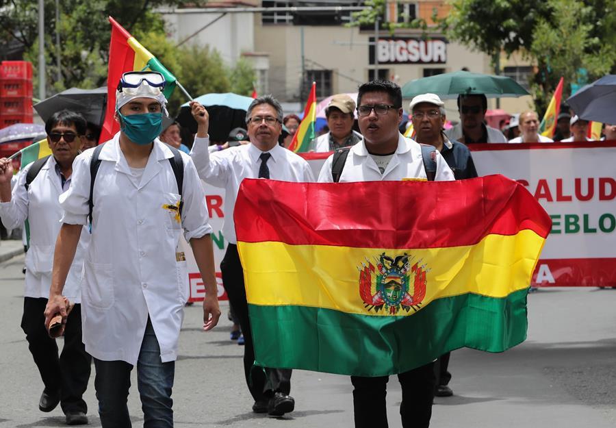Un muerto y dos policías heridos en jornada contra reelección de Morales