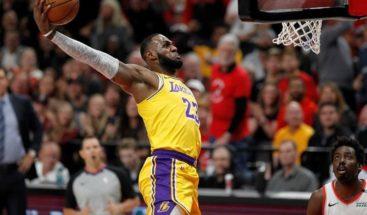 Kuzma y James dan tercer triunfo consecutivo a Lakers
