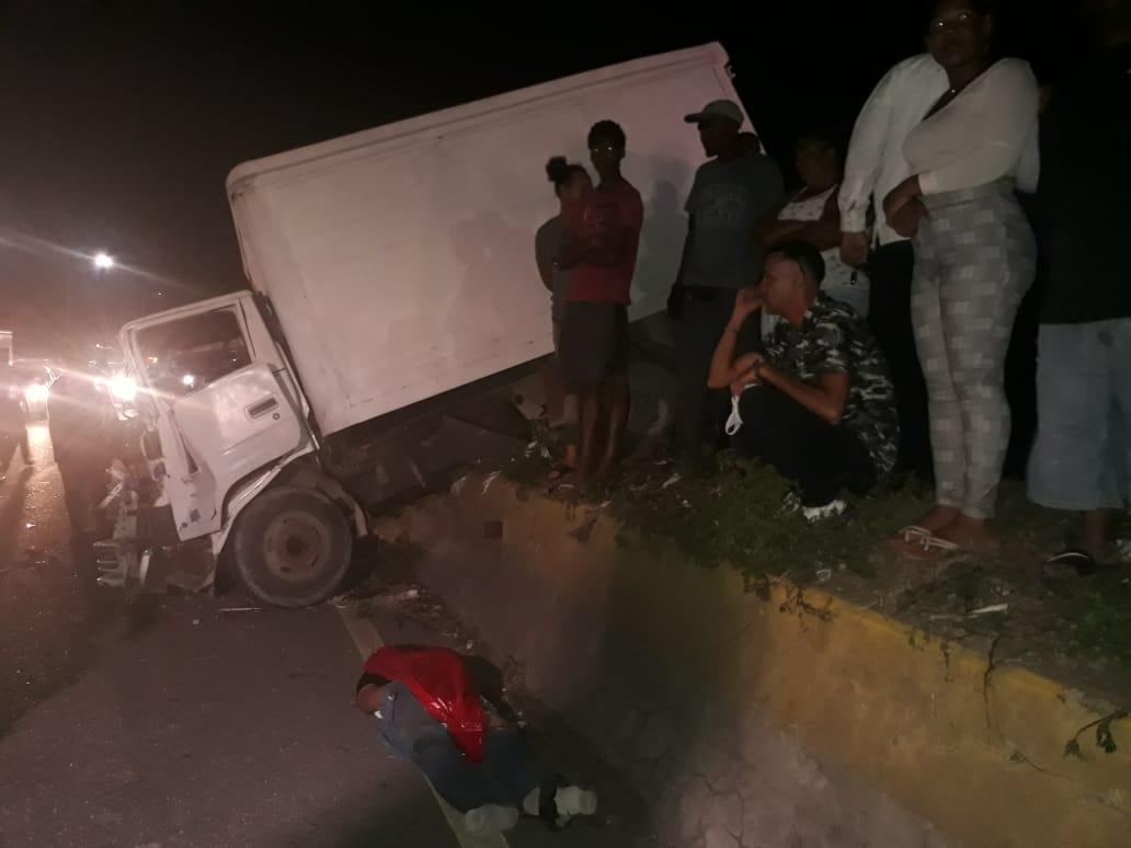 Continúa hospitalizado uno de los heridos en accidente en Las Américas