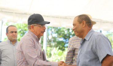 Presidente Medina visita Asociación de Productores Agropecuarios de Verón