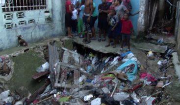 Residentes en Catanga de Los Mina denuncian están en peligro por cañada