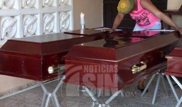 Sepultan 4 miembros de una familia que murieron en accidente en Baní
