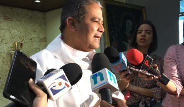 Capellán de la PN pide a senador Wilton Guerrero hacer silencio