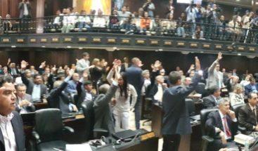 Parlamento declara usurpador a Maduro e incentivará no reconocer mandato