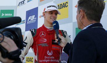Mick Schumacher firma con el Ferrari Driver Academy