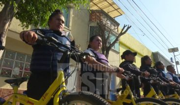 Ante falta de gasolina, policías en México patrullan en bicicleta