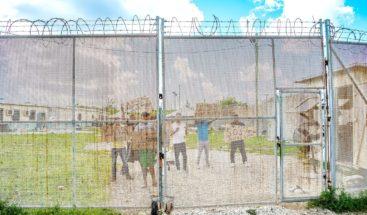 Un grupo de cubanos denuncia la violación de sus derechos en Islas Caimán