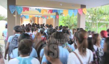 ADP paraliza docencia en Azua y miles de estudiantes pierden clases