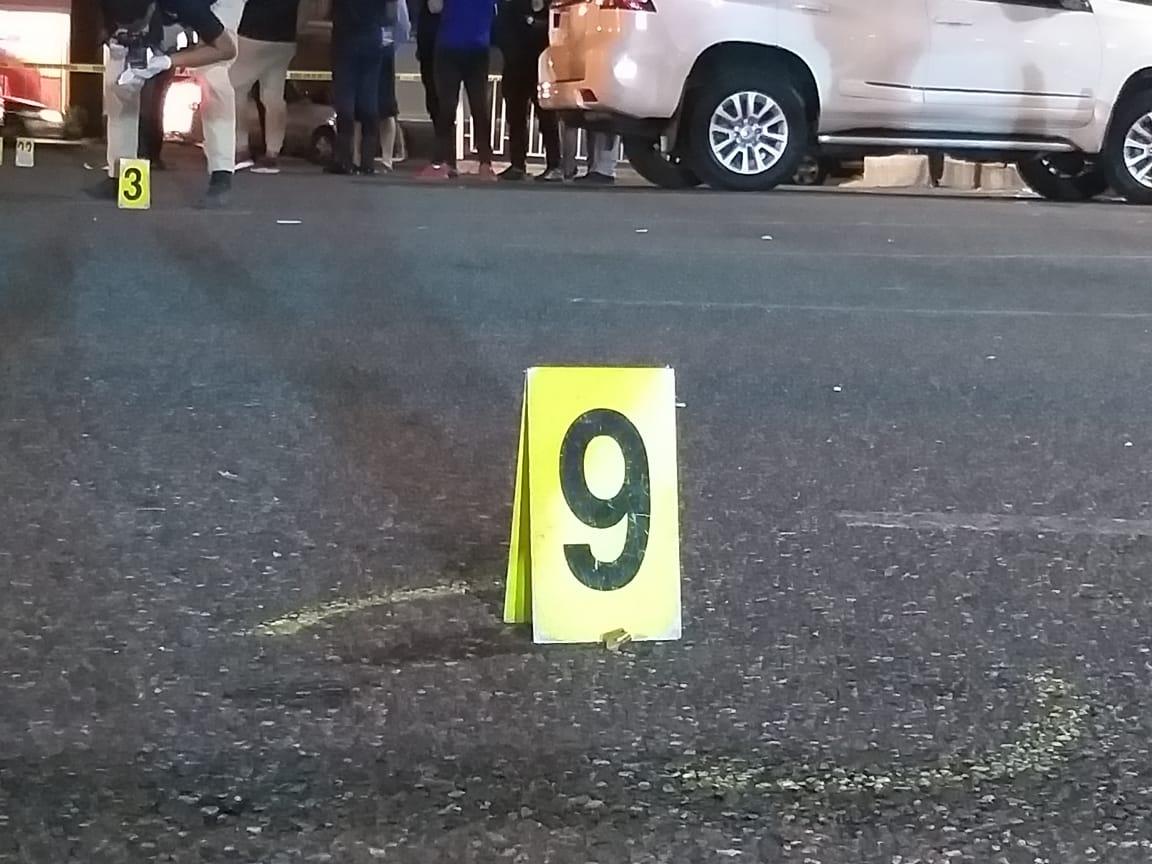 Se produce tiroteo en parqueo de plaza comercial durante asalto