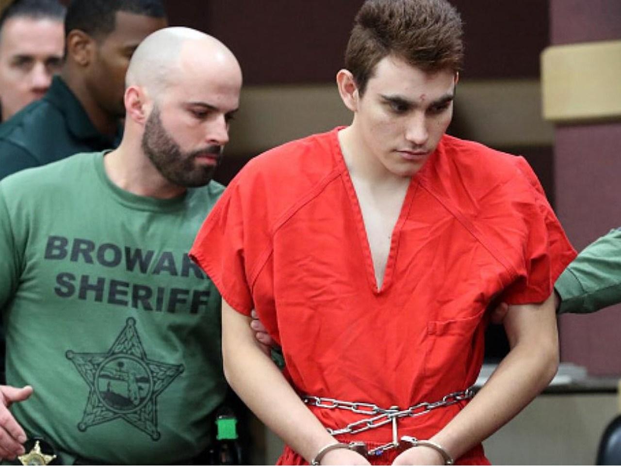 Urgen en EEUU fijar fecha de juicio para autor de la matanza de Parkland