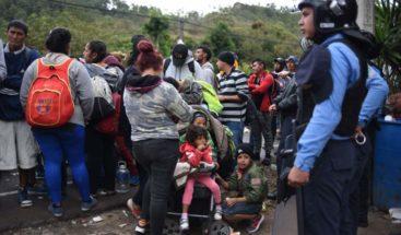 Impiden salir de Honduras a 354 migrantes en una caravana con rumbo a EEUU