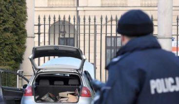 Detenido hombre que estrelló su coche contra palacio presidencial polaco