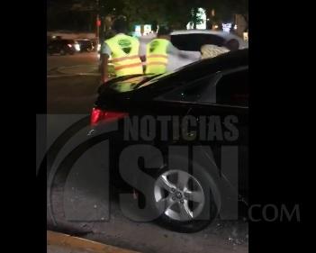 Captado en cámara trifulca entre un taxista y un agente de la Digesett