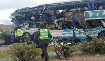 Al menos 22 muertos y 37 heridos en choque frontal de autobuses en Bolivia