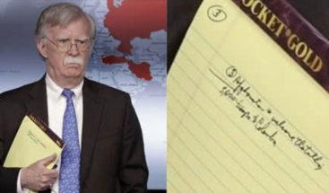 Asesor de Trump deja ver en su libreta mensaje