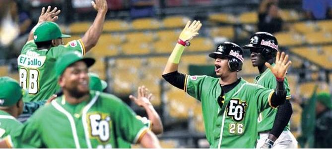 Estrellas avanzan a la final del béisbol dominicano