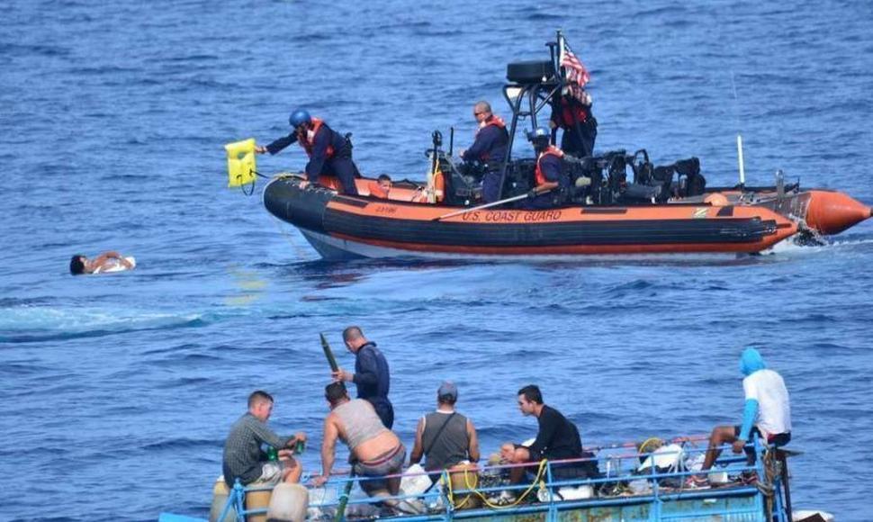 Detienen 35 dominicanos cerca de la costa oeste de Puerto Rico