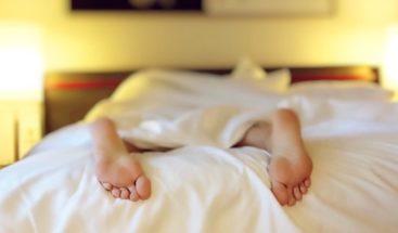 Dormir poco nos hace sentir más dolor, según estudio