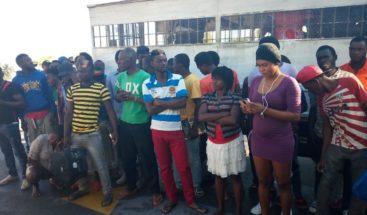 Migración deporta 650 nacionales haitianos hacia su país