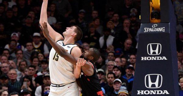 Jokic consigue doble-doble en triunfo de los Nuggets