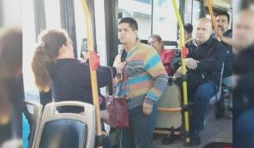 ¡Insólito! Mujer le dio una paliza a ladrón que quiso robarle el teléfono