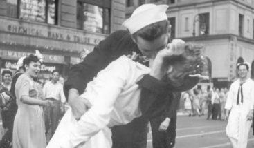 Muere marinero de la icónica foto del fin de la Segunda Guerra Mundial