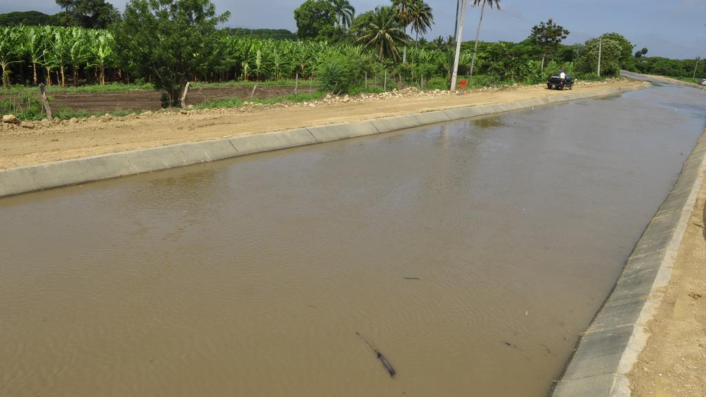 Investigan muerte de hombre cuyo cadáver fue hallado en un canal de riego