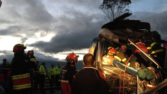Al menos 5 fallecidos y 29 heridos en accidente de autobús en Ecuador