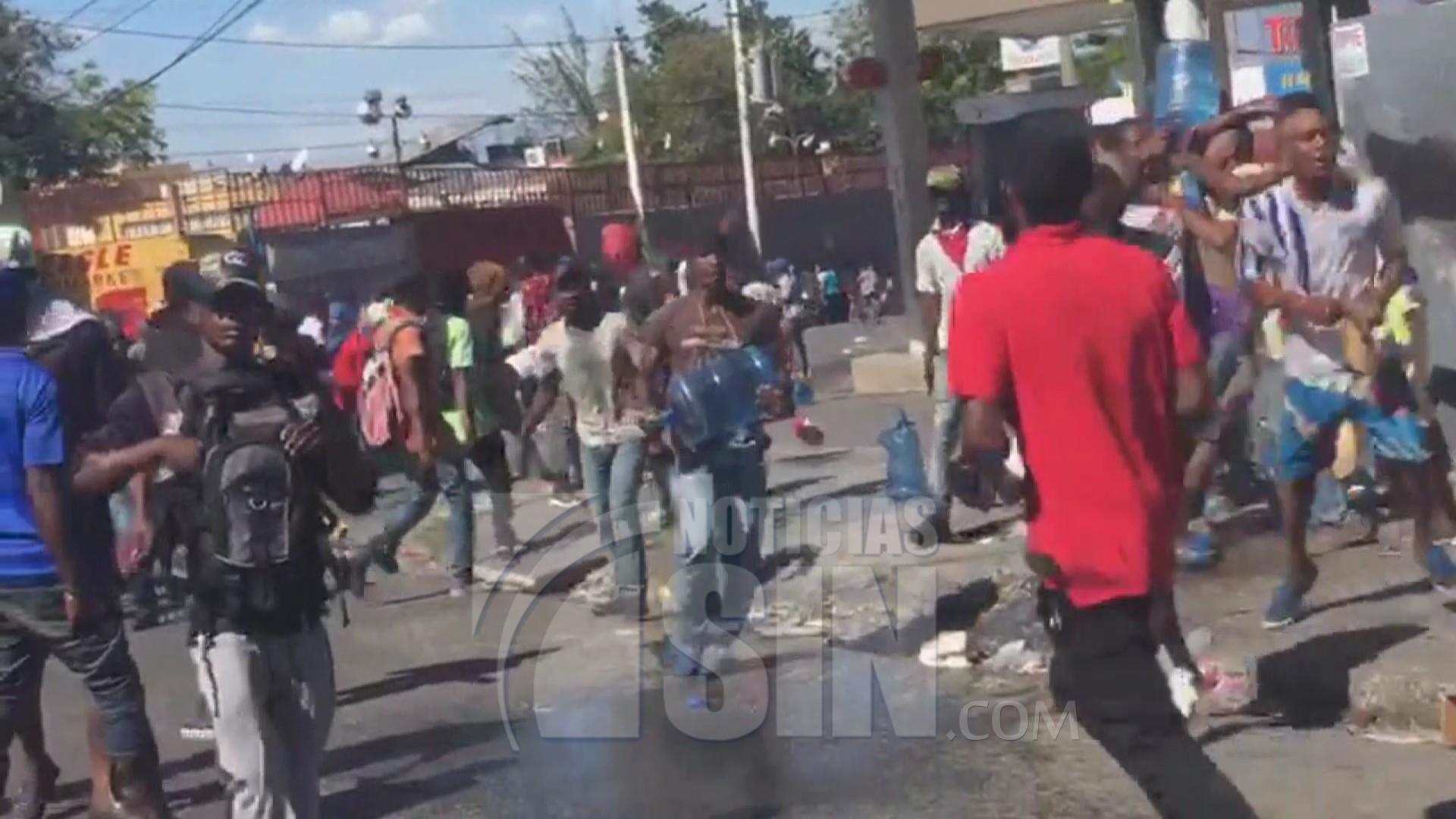 Funeral de 2 víctimas de disturbios se transforma en nueva protesta en Haití