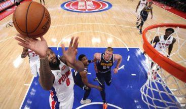 Drummond pudo con Jokic y los Pistons vencen a los Nuggets