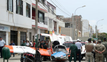 Una avioneta militar se estrella en una calle de Lima y deja dos heridos