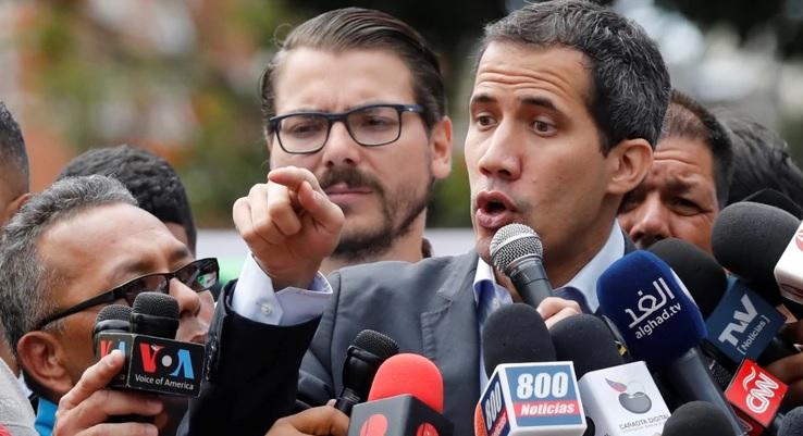 Guaidó condena la retención de equipo de Univisión por el Gobierno de Maduro