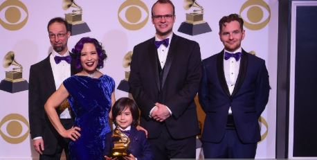 Cantante de origen dominicano Lucy Kalantari recibe un Grammy